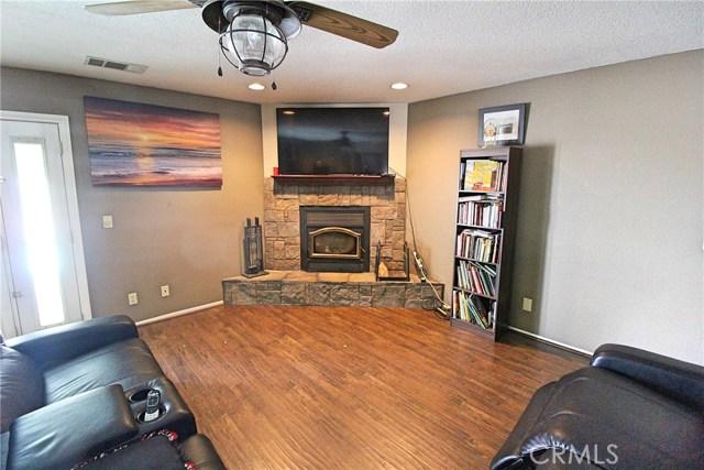 13385 Alta Vista Drive, Victorville CA: http://media.crmls.org/medias/9177aed6-4c68-425e-a9d5-4878fd3d8654.jpg