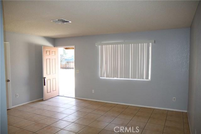 7139 Palo Alto Avenue, Yucca Valley CA: http://media.crmls.org/medias/918d0b5f-7ccf-4efb-8555-390ce8214beb.jpg
