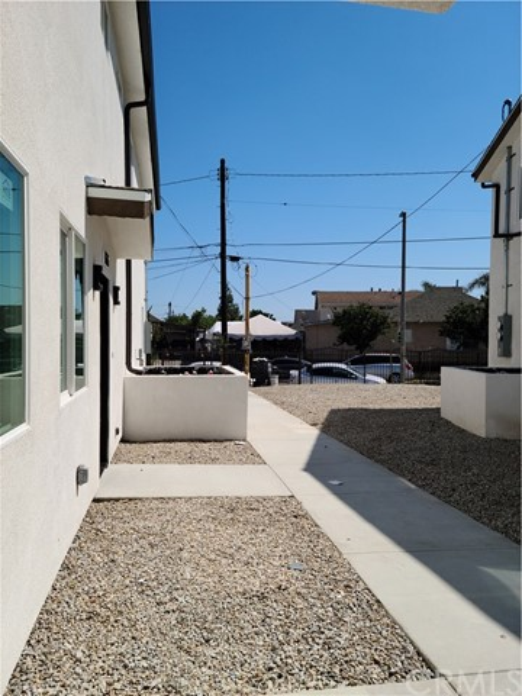 1635 E 33rd Street, Los Angeles CA: http://media.crmls.org/medias/91966088-10d7-44d7-ace6-0a4c149b302c.jpg