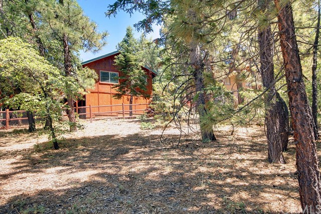 1369 La Crescenta Drive, Big Bear CA: http://media.crmls.org/medias/91bc0053-44cb-4979-a82d-686ec46d14d0.jpg