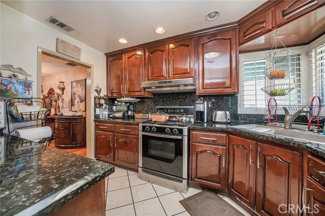 10871 Olinda Street, Sun Valley CA: http://media.crmls.org/medias/91d05dce-7fa8-4279-9546-090a0425653d.jpg
