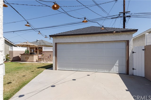 6017 Eberle Street, Lakewood CA: http://media.crmls.org/medias/91d52fe1-e384-4efc-96ce-ce45876f338b.jpg