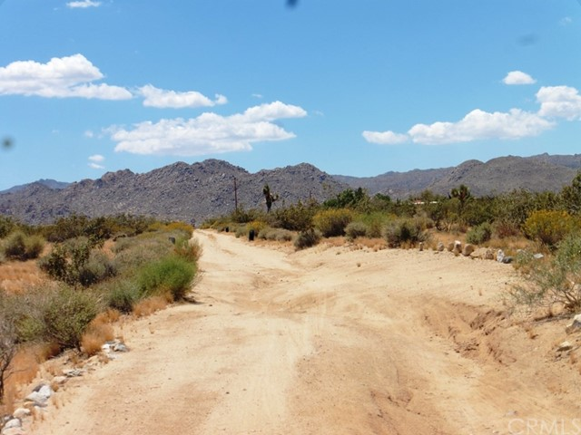 0 SUTTON Avenue, Joshua Tree CA: http://media.crmls.org/medias/92173893-85d8-4cd1-ace7-52ea8f575e45.jpg