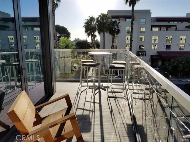 1755 Ocean Avenue, Santa Monica CA: http://media.crmls.org/medias/92338d91-88f7-46d2-8ad5-d20f8a95fada.jpg