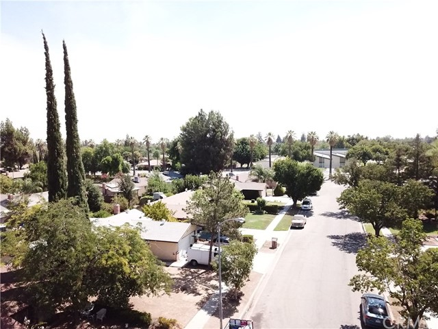5172 E Iowa Avenue, Fresno CA: http://media.crmls.org/medias/923f620c-8caa-47f2-8dee-df3b630711b6.jpg