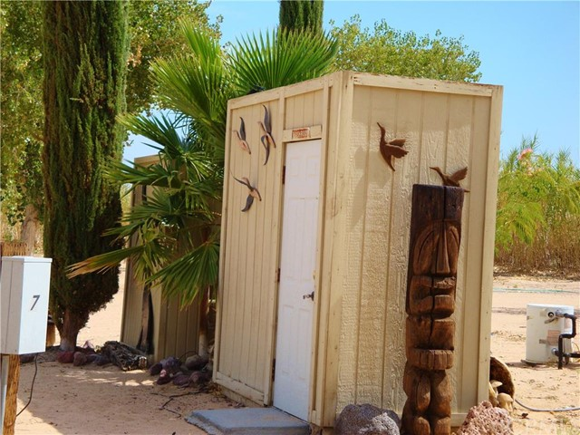 48275 Silver Valley Road, Newberry Springs CA: http://media.crmls.org/medias/92485b03-f8d0-4c3b-92ce-eb8e7fa83a7a.jpg