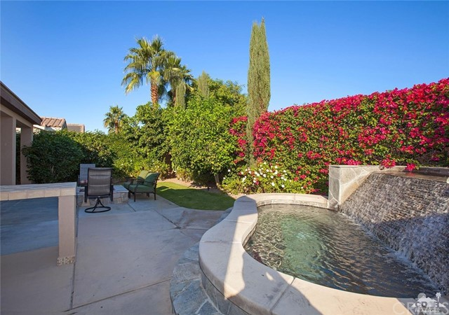81448 Joshua Tree Court, La Quinta CA: http://media.crmls.org/medias/92537204-6d93-45ca-a52e-b82812fafaa8.jpg