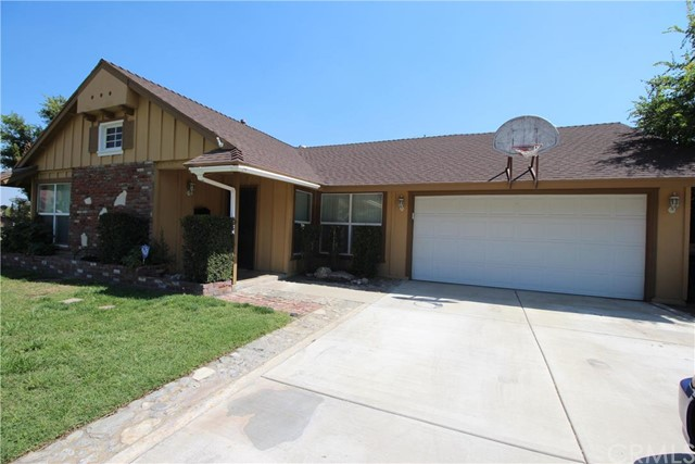 605 Northpark Boulev San Bernardino, CA 92407 is listed for sale as MLS Listing IV16131613