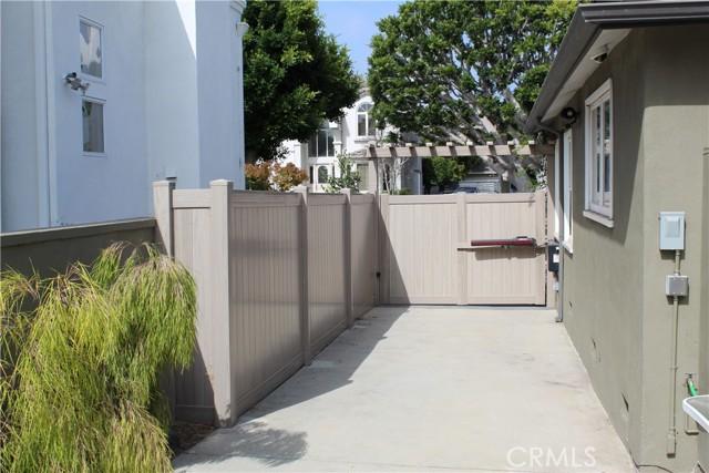 7836 Kenyon Ave, Los Angeles, CA 90045 photo 17