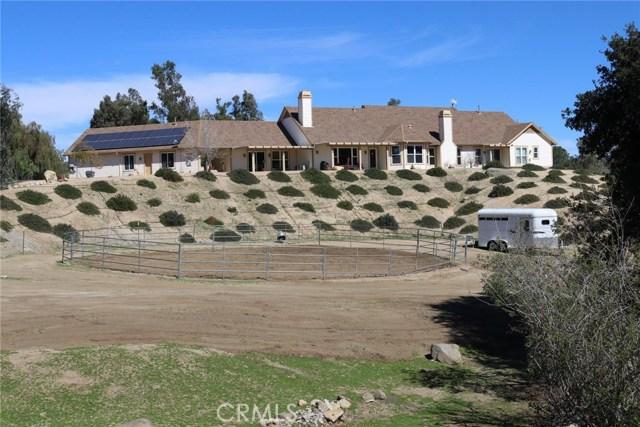 21412 Via Liago, Lake Mathews CA: http://media.crmls.org/medias/92b4f82b-32aa-4dcc-8d7a-15d605ff736c.jpg