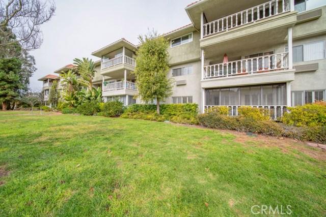 2403 Via Mariposa W, Laguna Woods CA: http://media.crmls.org/medias/92c3108c-8fae-4c9a-8908-a8049189ab59.jpg