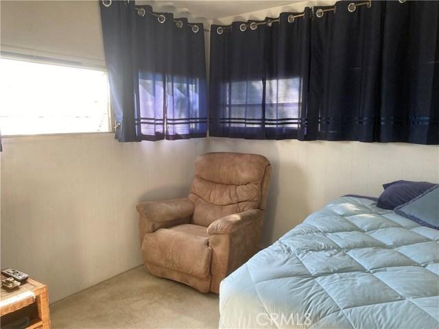 305 N Jade Cove, Long Beach CA: http://media.crmls.org/medias/92d98354-78f4-4c2d-9515-358c11e34e94.jpg