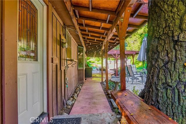 37170 Oak Grove Road, Yucaipa CA: http://media.crmls.org/medias/92e0a480-ba81-4d13-b5d5-20e4b47fe4bf.jpg