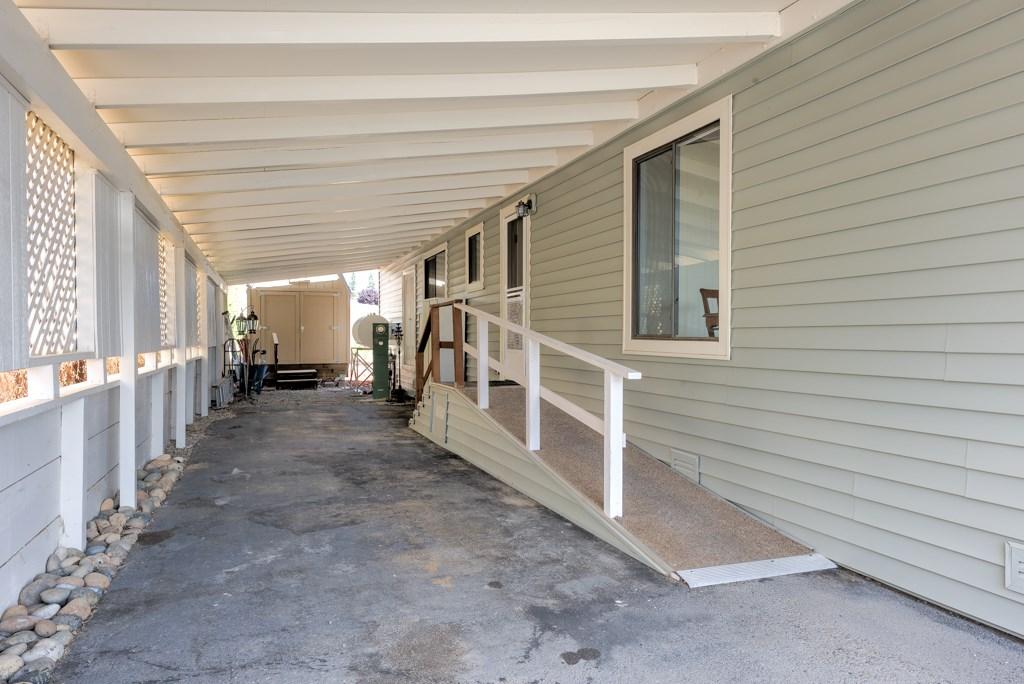 336 Walnut Drive, Lakeport CA: http://media.crmls.org/medias/92ea4c4b-55d4-42e2-b37f-ad53e14e9fca.jpg