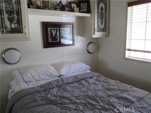 1295 S Cawston Avenue, Hemet CA: http://media.crmls.org/medias/92f395bd-f865-44ef-9c6d-84a469b61032.jpg