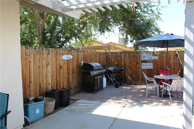 11033 Merino Avenue, Apple Valley CA: http://media.crmls.org/medias/93143162-b3ae-41b8-9071-661551b17eff.jpg