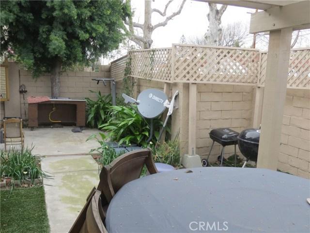 2622 N Tustin Avenue, Santa Ana CA: http://media.crmls.org/medias/93205de7-3996-4868-9ae5-fe447325b4a7.jpg