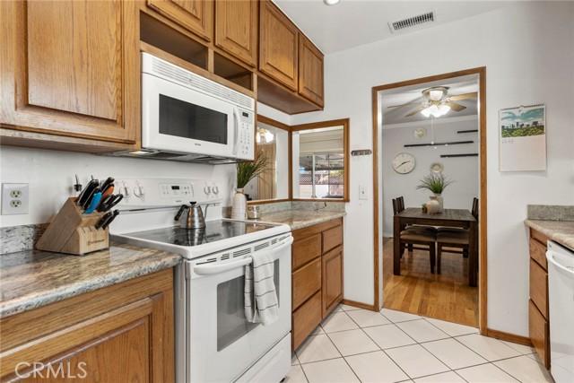 8652 Holly Way, Buena Park CA: http://media.crmls.org/medias/9325147d-76dc-4dfb-96e7-7a84ccaf8128.jpg