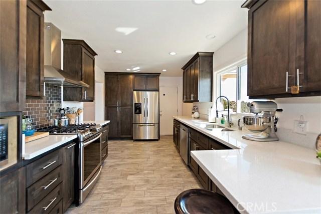 16498 Villa Drive, Victorville CA: http://media.crmls.org/medias/9327c567-634e-4d47-87d7-194158740301.jpg