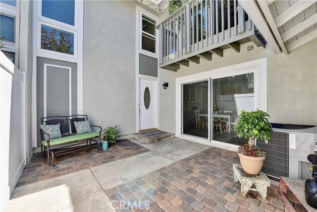 24986 Acacia Lane, Laguna Hills CA: http://media.crmls.org/medias/93305633-3d6f-4bb4-8cc1-5b8456afc03d.jpg
