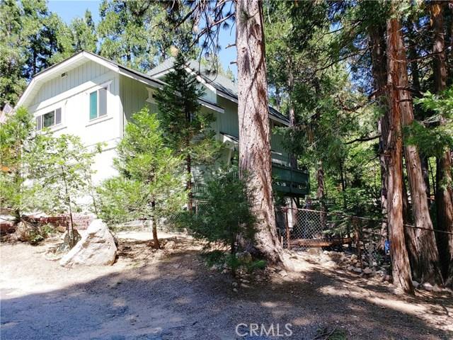 615 Pioneer Road, Lake Arrowhead CA: http://media.crmls.org/medias/93371c9d-cfc0-48c8-812d-2e8e8351184f.jpg