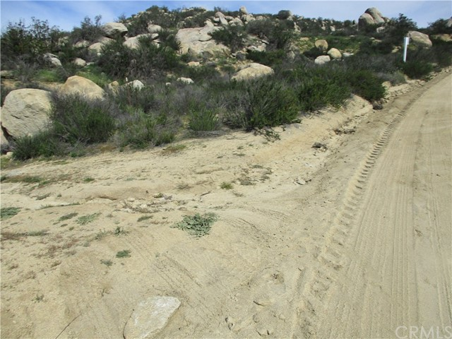 991 Crazy Horse Canyon Road, Aguanga CA: http://media.crmls.org/medias/93440f43-40e4-4797-ac54-c19b712ea38d.jpg