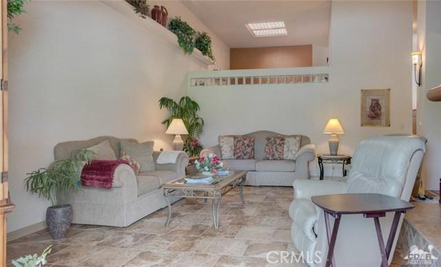 46375 Ryway Place, Palm Desert CA: http://media.crmls.org/medias/9345c388-0115-4fcd-9111-794483f38452.jpg