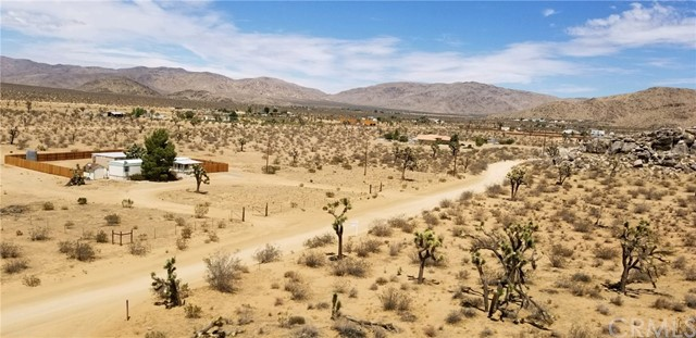 25065 Little Teepee Road, Apple Valley CA: http://media.crmls.org/medias/934647cf-6d15-46d1-86dd-b5c21af775f8.jpg