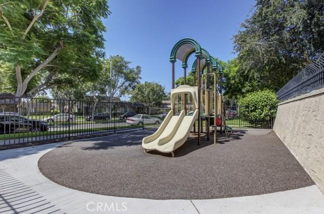 18260 Arches Court, Fountain Valley CA: http://media.crmls.org/medias/9352d00f-9700-4a02-9fd6-9ddc6df6736e.jpg
