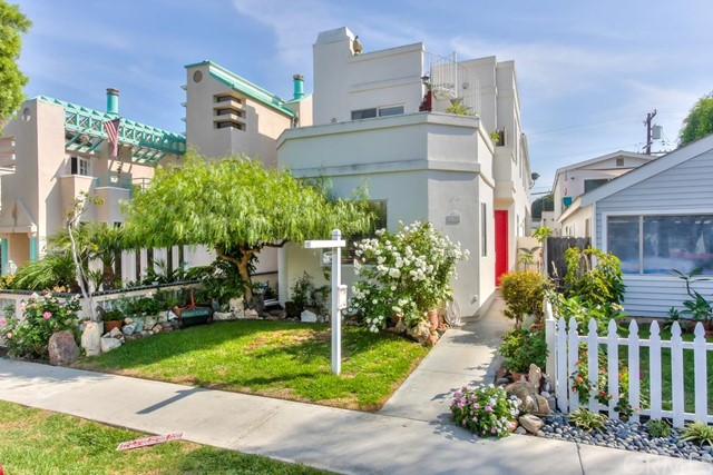 Single Family Home for Sale at 224 8th St Seal Beach, California 90740 United States