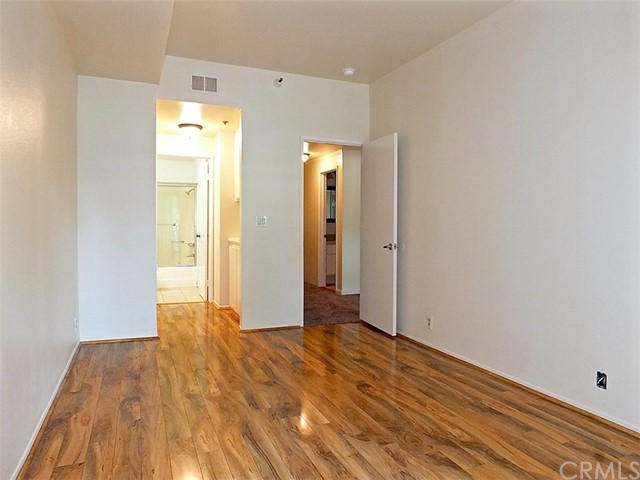 730 W 4th Street, Long Beach CA: http://media.crmls.org/medias/938b9f96-b3a4-46fb-912b-eb75eba9c9ec.jpg