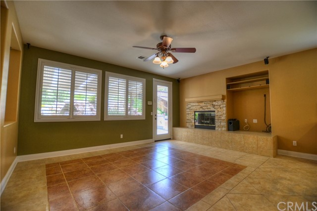41707 Grand View Drive, Murrieta CA: http://media.crmls.org/medias/93c1da26-f2be-437a-b60d-a77ab7fed65c.jpg