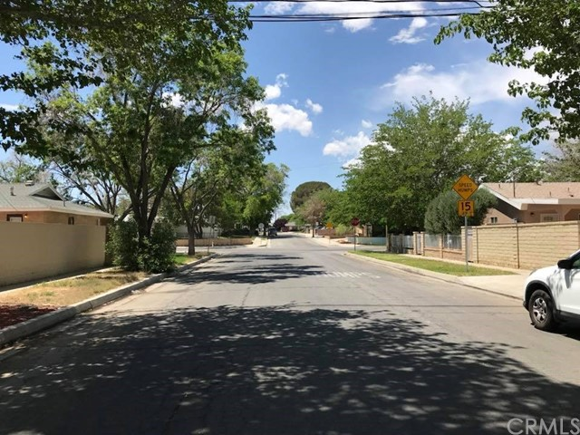 702 E Oldfield Street, Lancaster CA: http://media.crmls.org/medias/93cb1d3b-8a48-4598-8bbe-1ce21803f701.jpg