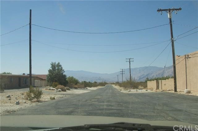 5 Kay Road, Desert Hot Springs CA: http://media.crmls.org/medias/93ce2220-7e9b-4be2-9fc5-f6a73e9e41f5.jpg