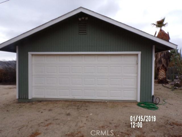10766 San Jacinto Street, Morongo Valley CA: http://media.crmls.org/medias/93d79ca2-cf5c-4582-b8bc-4b5dec807d1c.jpg