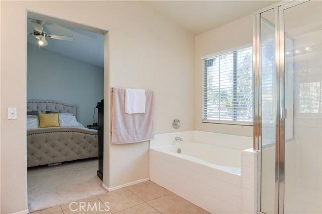 29145 Oak Creek Lane, Highland CA: http://media.crmls.org/medias/93dc9df8-2856-4ec1-9033-fb89ac9917b4.jpg
