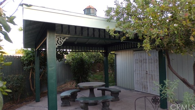 1230 Lewis Street, Delano CA: http://media.crmls.org/medias/93ea6495-15f3-469f-a070-b140fd7a54e1.jpg