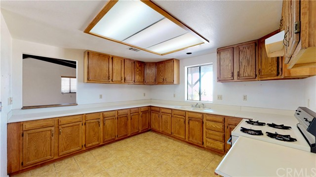 9695 Green Road,Pinon Hills,CA 92372, USA