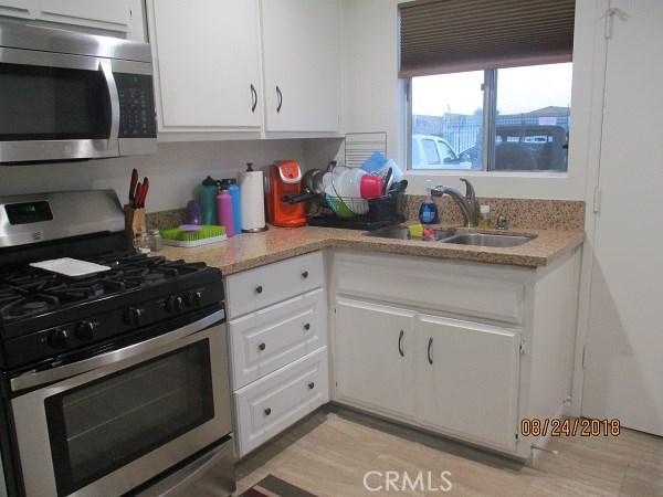 23212 Anchor Avenue, Carson CA: http://media.crmls.org/medias/940b1a34-3346-4b9e-afad-46c2a69478d6.jpg