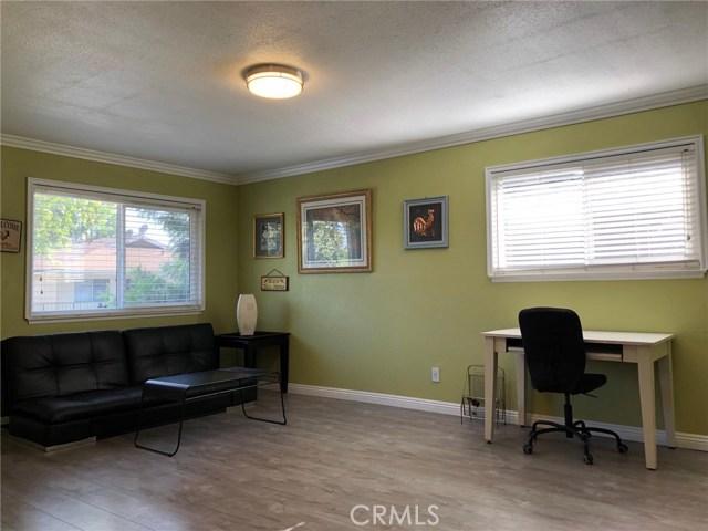 1300 Primrose Street, Upland CA: http://media.crmls.org/medias/940f49fa-276e-4f89-b943-e7a8097d2e53.jpg