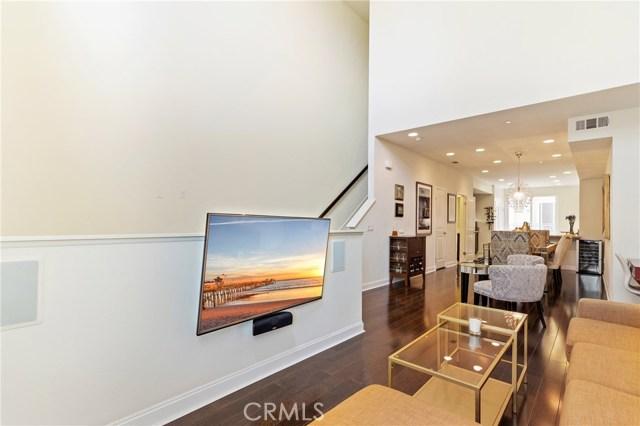 513 Rockefeller, Irvine CA: http://media.crmls.org/medias/941fe0ac-e6ef-4aba-b1bb-349d24b24c47.jpg