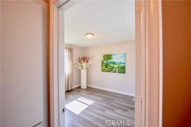 221 S Vine Avenue, Fullerton CA: http://media.crmls.org/medias/942121ae-582c-4f77-b4a0-ce04bacb8d01.jpg