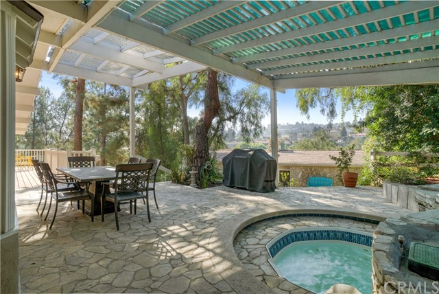 18 Ranchview Road, Rolling Hills Estates CA: http://media.crmls.org/medias/94341eb1-e743-4852-b786-7698c760032b.jpg