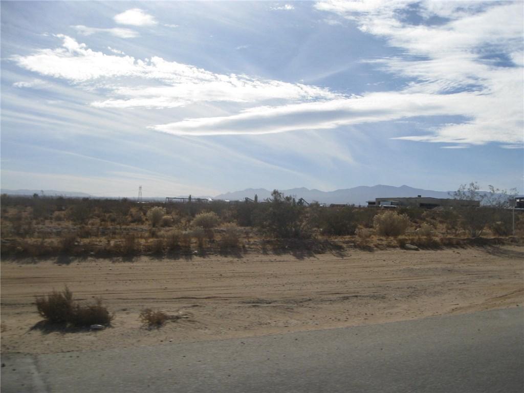 11111 Rancho, Adelanto CA: http://media.crmls.org/medias/944914e6-d46c-49e2-adbc-b6070783332d.jpg