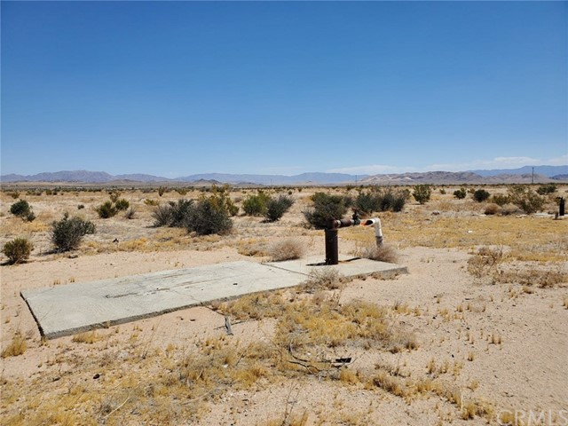 1 Indian Trail, 29 Palms CA: http://media.crmls.org/medias/946e32a8-8f54-4187-95d3-cb8908752b51.jpg