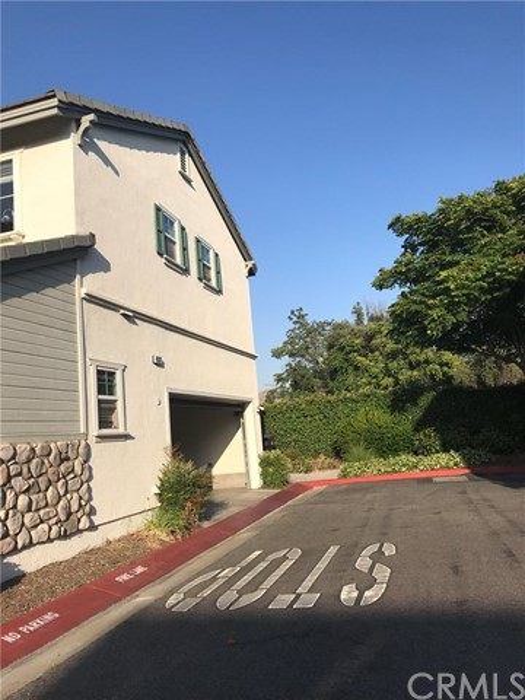 4007 Alicia Court, Riverside CA: http://media.crmls.org/medias/94707d16-db50-45e1-8882-15cb91f10989.jpg
