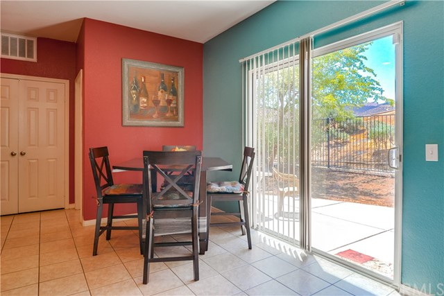 31991 Sugarbush Lane, Lake Elsinore CA: http://media.crmls.org/medias/9470c031-c795-4fdb-ad23-7ddfa2914ca9.jpg