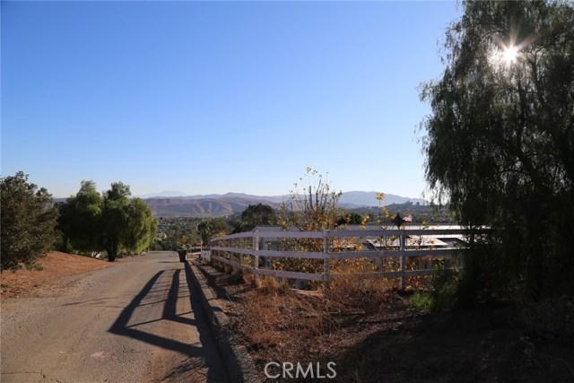 1709 Galloway Lane, Corona CA: http://media.crmls.org/medias/94763fe5-be60-4c2c-9b89-28704dec3ebc.jpg