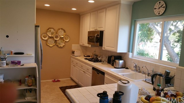 359 Vista Madera, Newport Beach CA: http://media.crmls.org/medias/94b7e300-4886-476a-9ee7-b7905debba5a.jpg