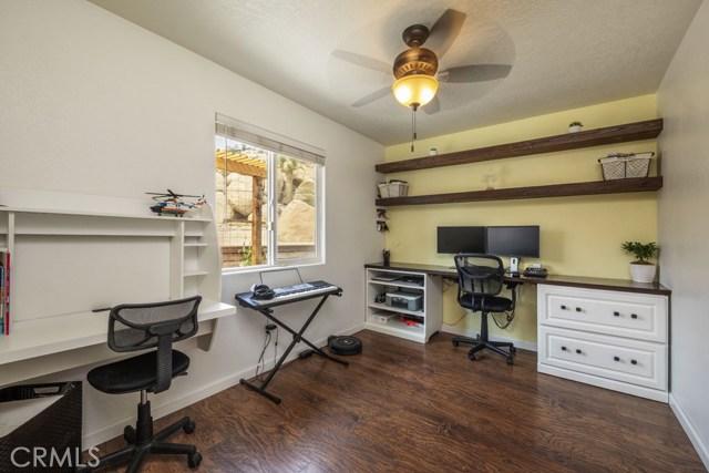 57490 Redondo Street, Yucca Valley CA: http://media.crmls.org/medias/94cde293-edda-42f2-81af-4b036ac3c654.jpg